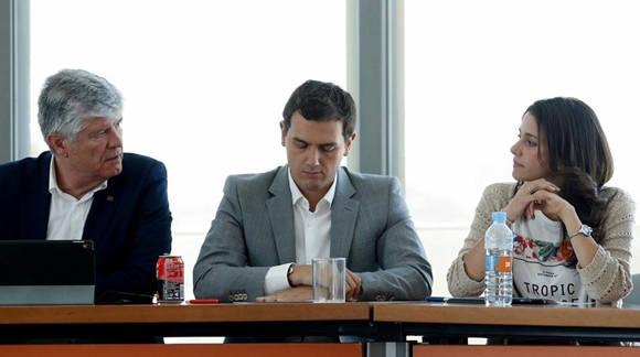 El presidente de Ciudadanos, Albert Rivera (centro), durante la reunion de la Ejecutiva Nacional de su partido. Foto: David Castro/ El Periódico.