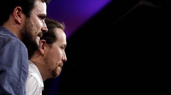 Alberto Garzón (izq.) y Pablo Iglesias (der.) entran en un periodo de análisis luego de la alianza entre Izquierda Unida y Podemos no tuviera el resultado esperado. Foto: José Luis Roca/ El Periódico.