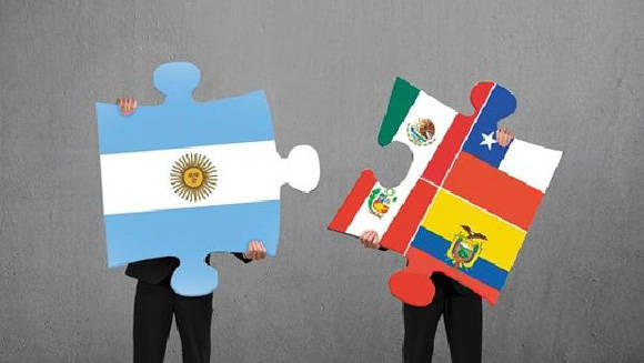 Argentina se suma como país observador a la Alianza del Pacífico, una organización que pretende amenazar la unidad latinoamericana. Imagen: Cronista.