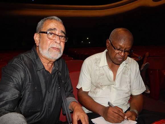 Andy con Miguel Patterson en el ensayo en el teatro Mella. Foto: Adán Iglesias / Cubadebate