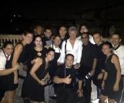 Bon Jovi con los trabajadores de la Guarida. Foto: Cuenta en Facebook de La Guarida