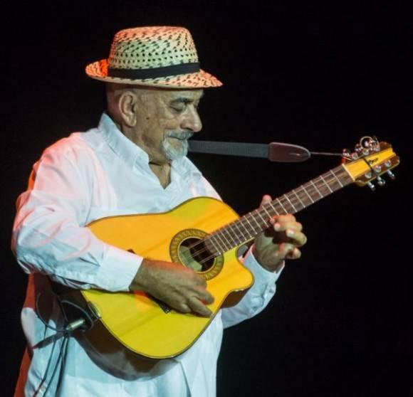Actuación de Pancho Amat, durante el acto por el Aniversario 55 del Ministerio del Interior (MININT), en la Sala Universal de las FAR, en La Habana, el 6 de junio de 2016. Foto: Marcelino Vázquez/ACN