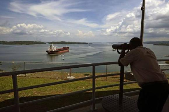 Un buque atraviesa el Canal de Panamá el 9 de junio de 2016 en Colón. Foto: AFP