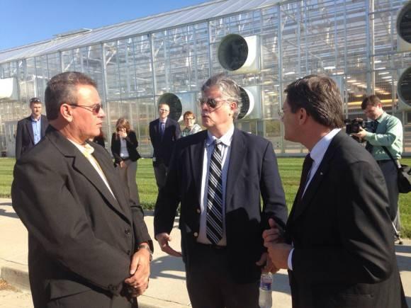 Ministro cubano de Agricultura visita las instalaciones de Dupont Pionner. Foto: Cuenta de Twitter de José Ramón Cabañas, Embajador de Cuba en EE.UU