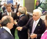 La delegación cubana comparte con James Greenwood, Presidente Ejecutivo de Bio2016. Foto: Cuenta en Twitter de José Ramón Cabañas, Embajador de Cuba en EEUU.