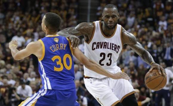 Curry contra Lebrón NBA Foto: AP