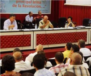 Religiosos de Ciego de Ávila y Camagüey discuten documentos del VII Congreso del PCC. Foto: Adelante.