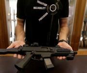 Debido a las incomprensibles leyes de EE.UU., el autor del atentado pudo comprar armas legalmente. Foto:  David W Cerny/  Reuters.