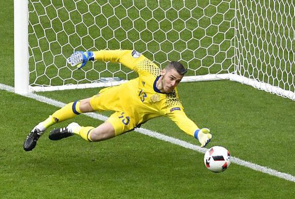 De Gea hizo varias atajadas importantes que evitaron un marcador más abultado. Foto: AFP.