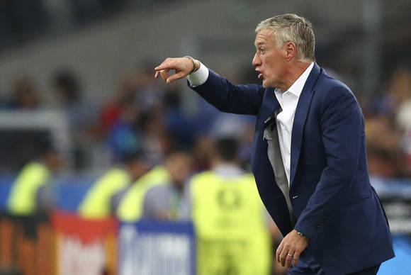 El seleccionador de Francia , Didier Dechamps, vivió un partido agitado. Foto: UEFA.