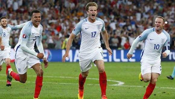 El joven centrocampista del Tottenham, Eric Dier, adelantó a Inglaterra con un cobro de falta, pero Rusia igualó en el descuento. Foto: Reuters/ Eddie Keogh