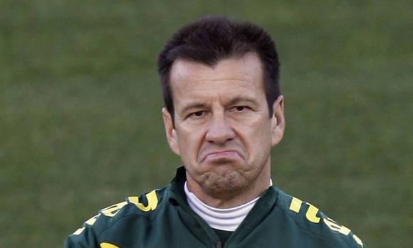 Dunga llevó a Brasil a una temprana eliminación en la Copa América Centenario y fue destituido.