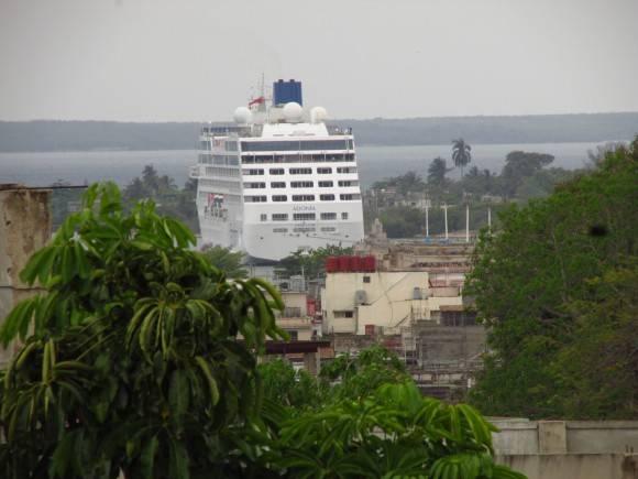 El crucero Adonia en Cienfuegos.  Foto: Maria Guardado