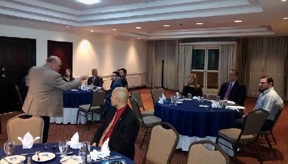 Las representaciones diplomáticas de los países participantes en esta competencia deportiva, aunaron sus empeños. En la foto el Embajador cubano, Excelentísimo Señor Carlos Piedra y su esposa en la cena de gala que inauguró el evento.