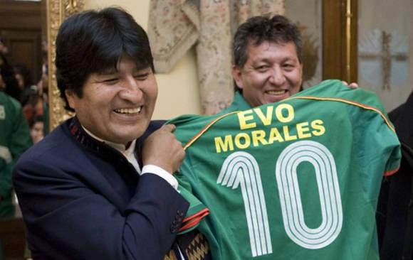 La afición del presidente boliviano por el fútbol es bien conocida.