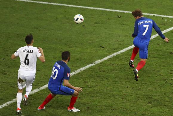 Griezman anota el primero en el minuto 90. Foto: UEFA.