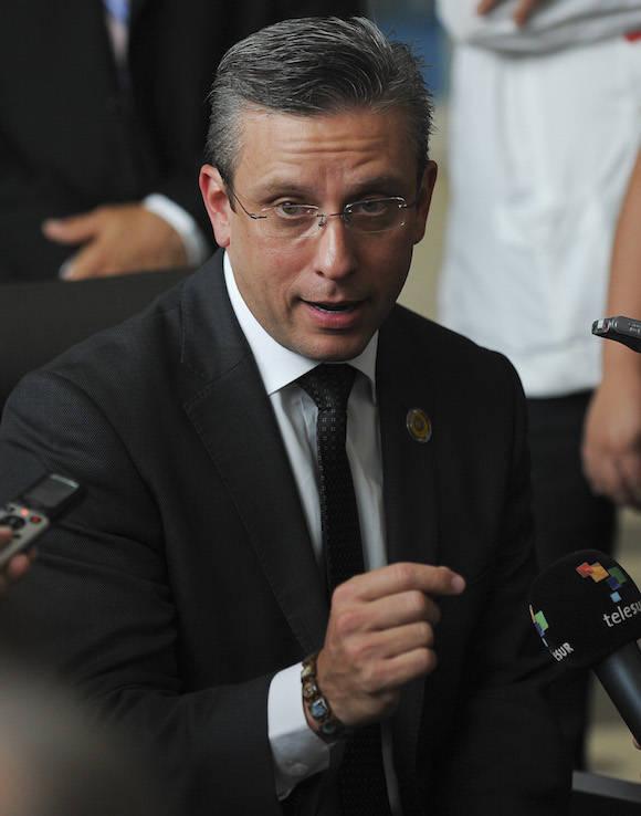 El Gobernador de Puerto Rico en diálogo con la prensa en La Habana. Foto: Adalberto Roque/ AFP