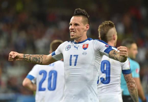 Hamsik, capitán de Eslovaquia, celebra su gol Foto: AFP.