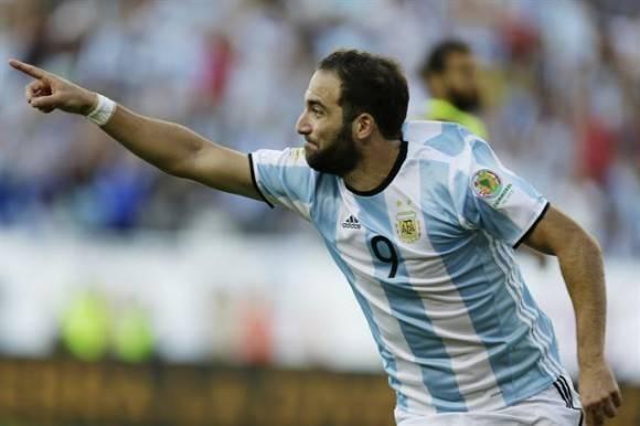 Higuaín fue el goleador de la jornada.