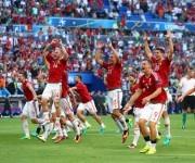 Los húngaros celebran el liderato del grupo. Foto: UEFA.