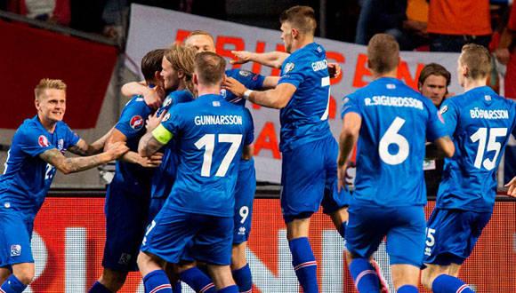 Jugadores de Islandia celebran una anotación. Foto: republica.com