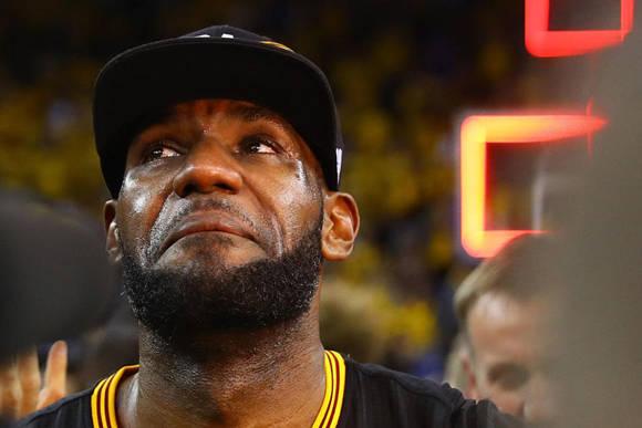 LeBron James anunció su vuelta a los Cleveland Cavaliers en julio de 2014, tras pasar por los Miami Heat.  Foto: Getty