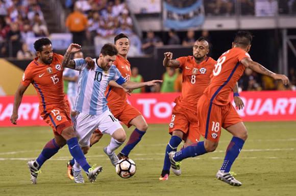 Messi marcó cinco goles en el torneo, pero continúa sin aparecer en las finales. Foto: AFP.