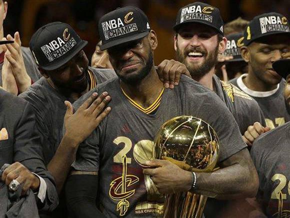 Los Cleveland Cavaliers ganaron a los Warriors de Golden State 93x89 el séptimo juego de la Final, dándole su primer título en la historia de la NBA.  Foto: AP