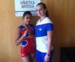 Marcia Videaux y su entrenadora tras el oro en la Copa Mndial de Anandia 2016. Foto: Facebook