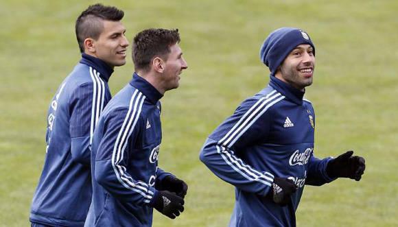 Agüero y Mascherano son otras de las figuras que podrían decir adiós a la selcción tras el anuncio de Messi.