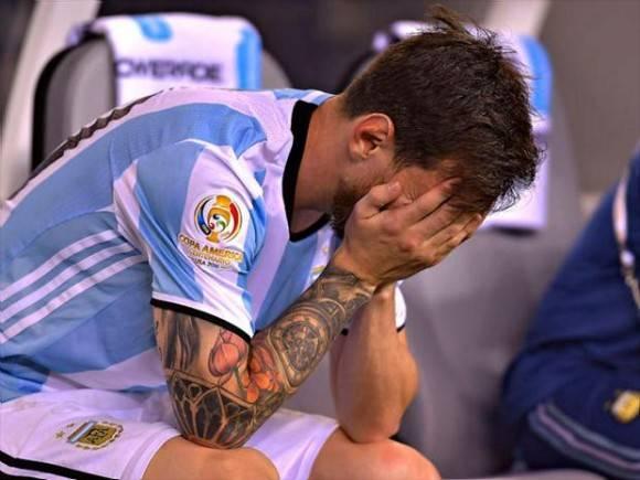 Messi llora tras perder la final y fallar su penalti.