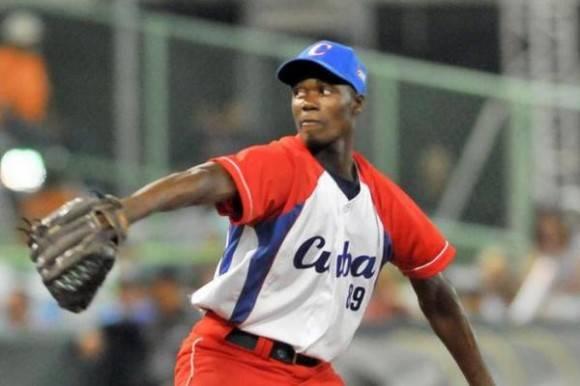 El lanzador pinareño Liván Moinelo será una de las estrellas del sub 23 cubano.Foto: Ricardo López Hevia / Archivo de Cubadebate