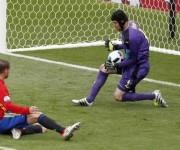 El joven delantero, Álvaro Morata, hizo un buen partido pero Cech evitó su gol en varias ocasiones. Foto:  Reuters.