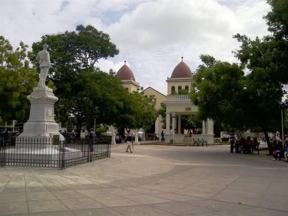 Parque Peralta o de las flores, Holguín. Foto: Alberto S. Corona / Cubadebate