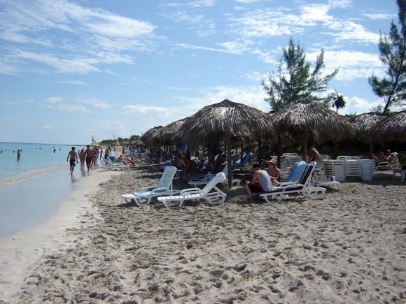 Vertimiento de arena en Punta Hicacos.