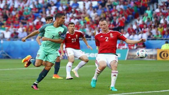 Portugal, con doblete de Cristiano Ronaldo empata 3-3 ante Hungría. En la imagen CR7 marca de tacón el segundo de su equipo. Foto: Getty.