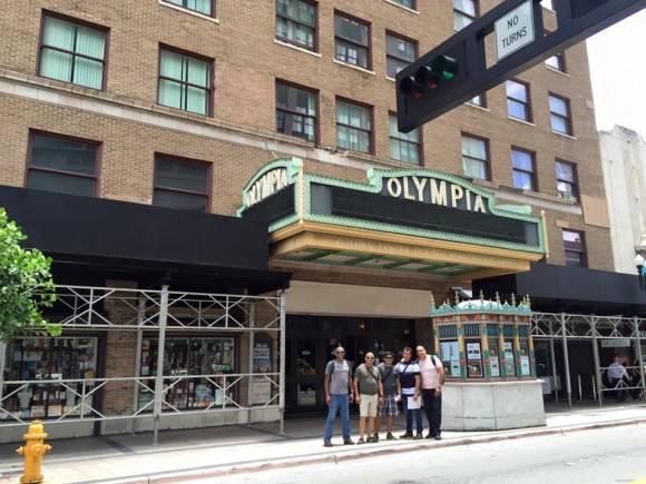 Presentan CubaMax TV en el Teatro Olimpia. Foto: Cuenta en Facebook de Luis Silva