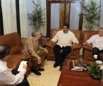 Raúl despidió a Maduro. Le acompañaron Diaz-Canel y Bruno. Foto: Estudio Revolución