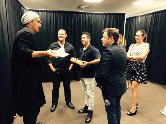Ricardo Arjona y Buena Fe durante el proceso de grabación.