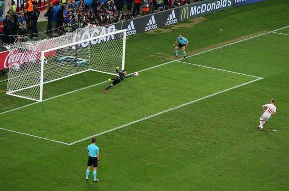 Rui Patricio detuvo el único penal fallado. Foto: UEFA.