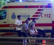 Heridos en las afueras del aeropuerto. Foto:  Osman Orsal/ Reuters.
