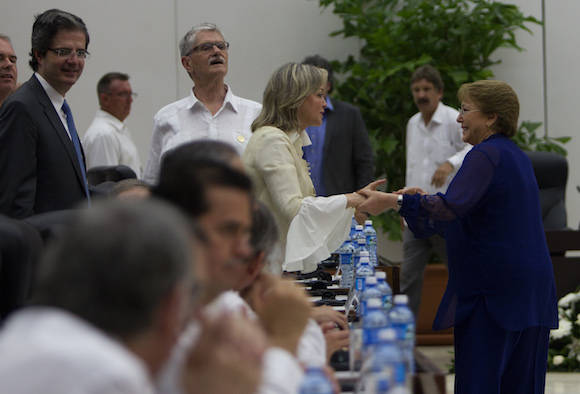 Firma del Acuerdo para el Cese al Fuego y de Hostilidades Bilateral y Definitivo, y la Dejación de las Armas. Foto: Ladyrene Pérez/ Cubadebate