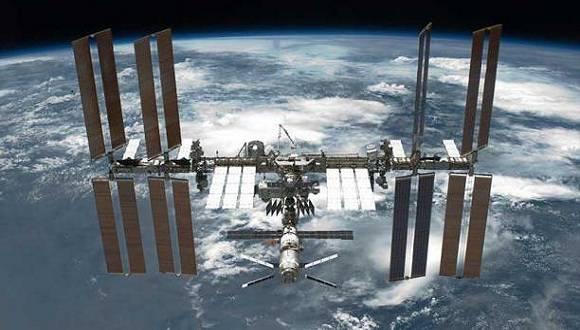 En la Estación Espacial Internacional (ISS) un astronauta probará un sistema para vivir por largos periodos de tiempo en el espacio. Foto: El Comercio.