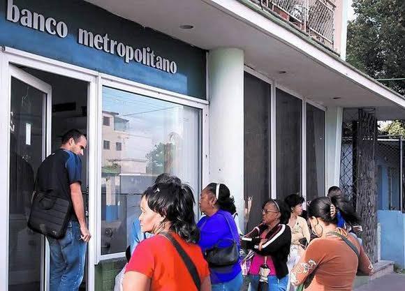 El banco metropolitano brinda su servicio en la capital. Foto: Radio Rebelde.