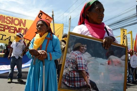 Manifestación en Tegucigalpa por la ambientalista Berta Caceres, quien fue asesinada en marzo pasado. Foto: AFP