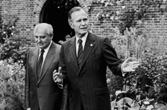 Encuentro de George Bush y Gorbachov en Londres, el 17 de julio de 1991. Foto: AP