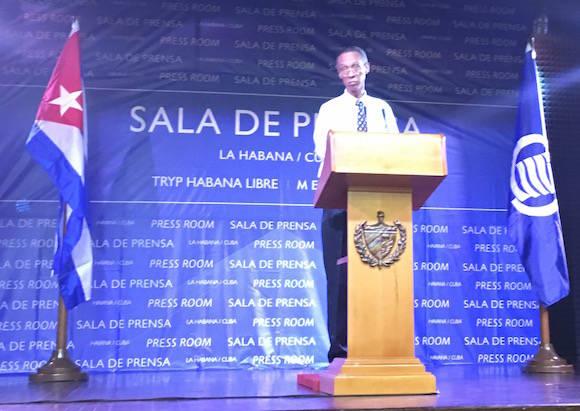 Abel Centella Artola, Director Científico del Instituto de Meteorología de la Agencia de Medio Ambiente, quien además ha llevado durante años la colaboración científica con instituciones del Caribe y ha participado en la elaboración de los escenarios climáticos para esta región.  Foto: Cubadebate