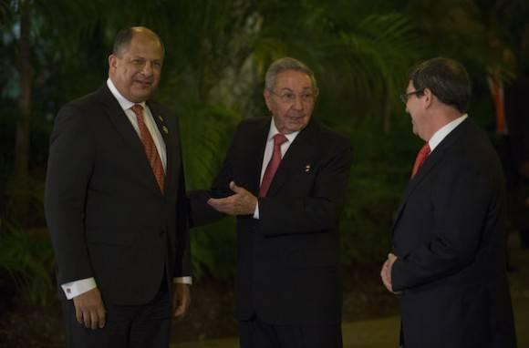 El Presidente Raúl Castro da la bienvenida a delegaciones que asisten a VII Cumbre de la AEC. Foto: Ismael Francisco/ Cubadebate