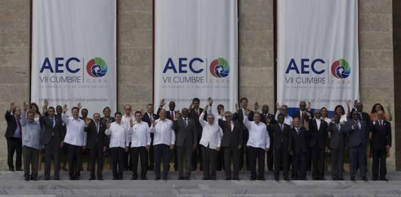 Foto de familia de la VII Cumbre de la Asociación de Estados del Caribe (AEC), en segmento oficial, desde el Palacio de la Revolución en La Habana. Foto: Ismael Francisco/ Cubadebate