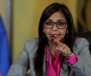 La canciller venezolana fue agredida en Argentina, su brazo tuvo que ser vendado. Foto: Archivo.